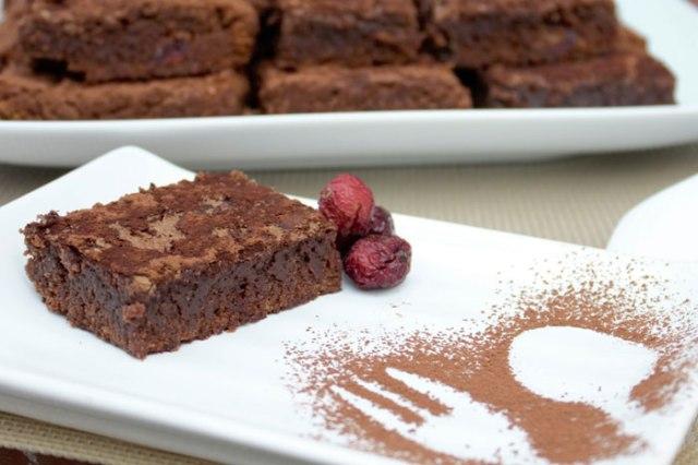 Brownie-chocolate-arandanos