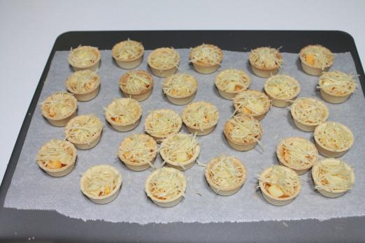 canastillas de tres quesos con mermelada de pimientos rojos